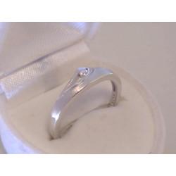 Jednoduchý dámsky strieborný prsteň kamienok VPS58218 925/1000 2,18 g